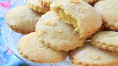 picture of almond cookies